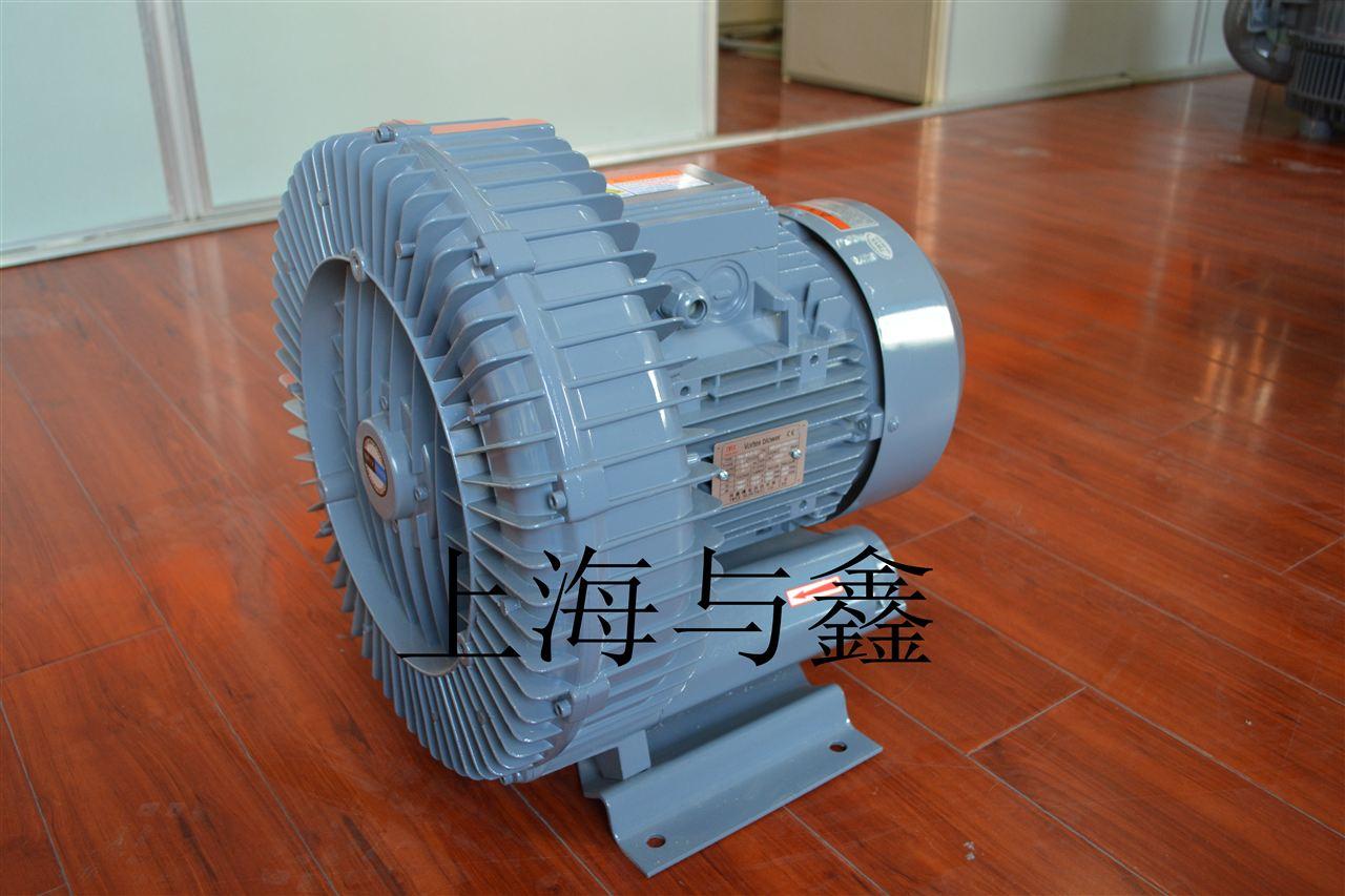 除湿干燥机风机的最佳工作状态 除湿干燥机风机是一台构造复杂的设备,主要有进风口,风阀,叶轮,电机、出风口组成。在不同的状态下,除湿干燥机风机的效果也不相同。因此,不同的部分运行状况不同意,除湿干燥机风机的效果会受到影响。将除湿干燥机风机调试至最佳状态,可以从多个方面入手。   1、除湿干燥机风机允许全压起动或降压电动,但应注意,全压起动时的电流约为5-7倍的额定电流,降压起动转矩与电压平方成正比,当电网容量不足时,应采用降压起动。   2、除湿干燥机风机在试车时,应认真阅读产品说明书,检查接线方法是否同